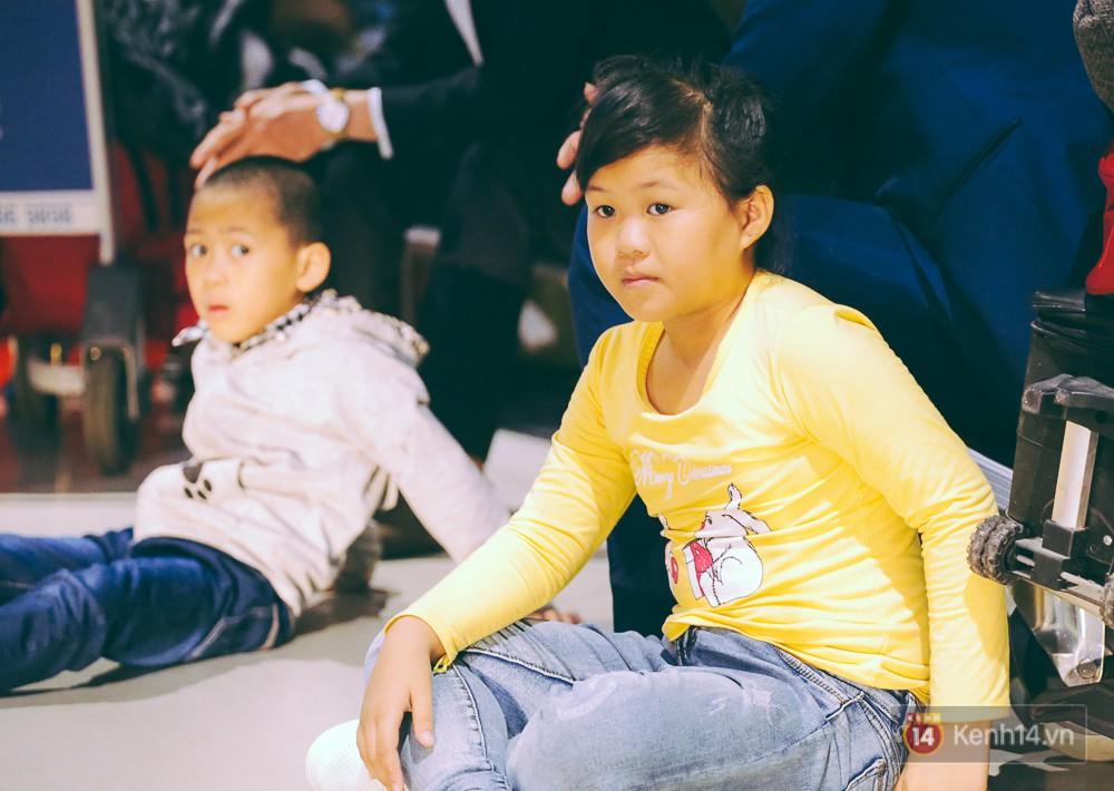 Khổ như đi máy bay Tết: Hành khách nằm la liệt dưới sàn sân bay Tân Sơn Nhất suốt cả đêm để chờ đến giờ check in - Ảnh 12.