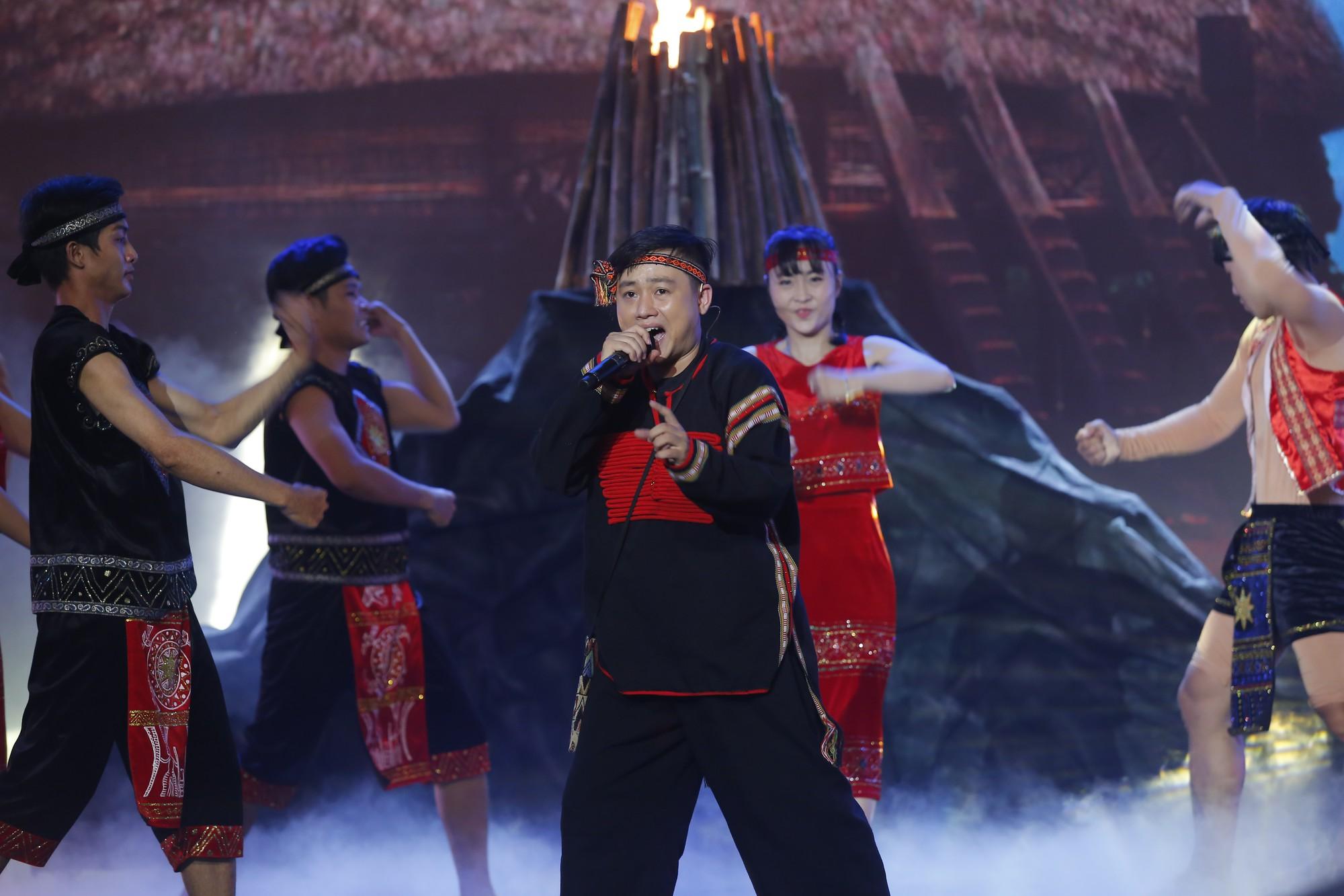 Trưởng nhóm X-Pro - Hữu Tín giành ngôi Quán quân Người nghệ sĩ đa tài mùa 2 - Ảnh 4.