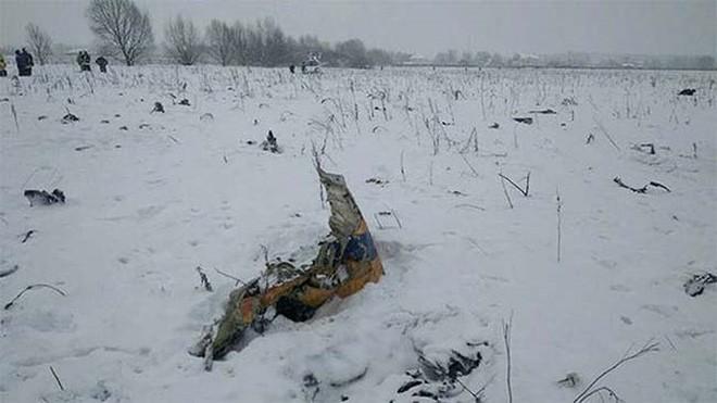 Mảnh vỡ và hình ảnh nạn nhân vụ tai nạn máy bay thảm khốc tại Nga - Ảnh 6.