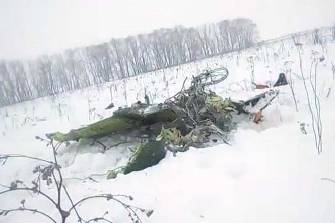Mảnh vỡ và hình ảnh nạn nhân vụ tai nạn máy bay thảm khốc tại Nga - Ảnh 8.