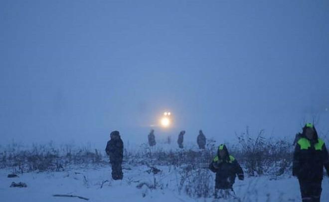 Mảnh vỡ và hình ảnh nạn nhân vụ tai nạn máy bay thảm khốc tại Nga - Ảnh 9.