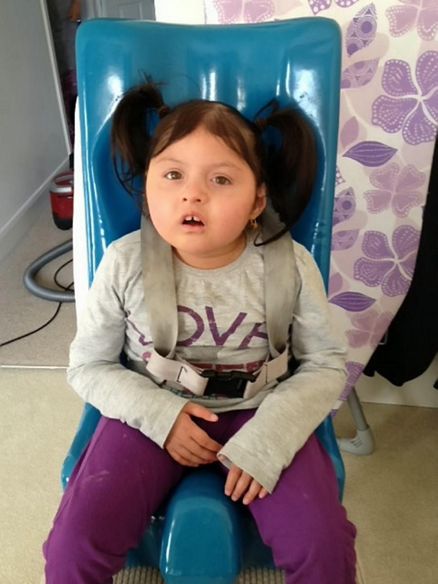 Cô bé 14 tuổi mãi không dậy thì thành công vì mắc phải căn bệnh hiếm gặp - Ảnh 1.