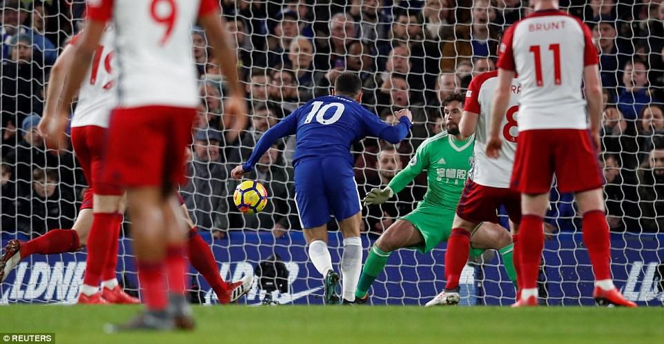 Hazard lập cú đúp, Chelsea trở lại Top 4 - Ảnh 7.