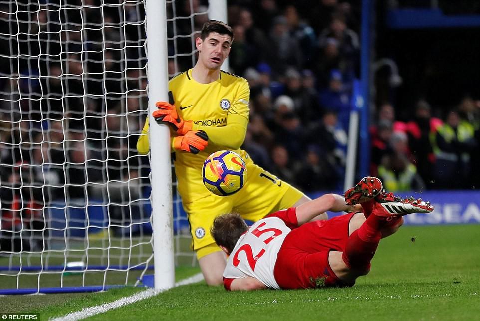 Hazard lập cú đúp, Chelsea trở lại Top 4 - Ảnh 10.