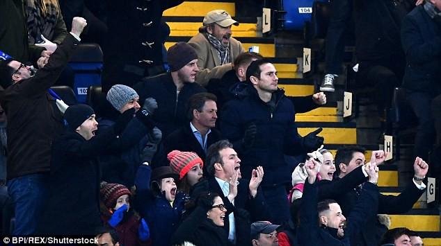 Hazard lập cú đúp, Chelsea trở lại Top 4 - Ảnh 3.