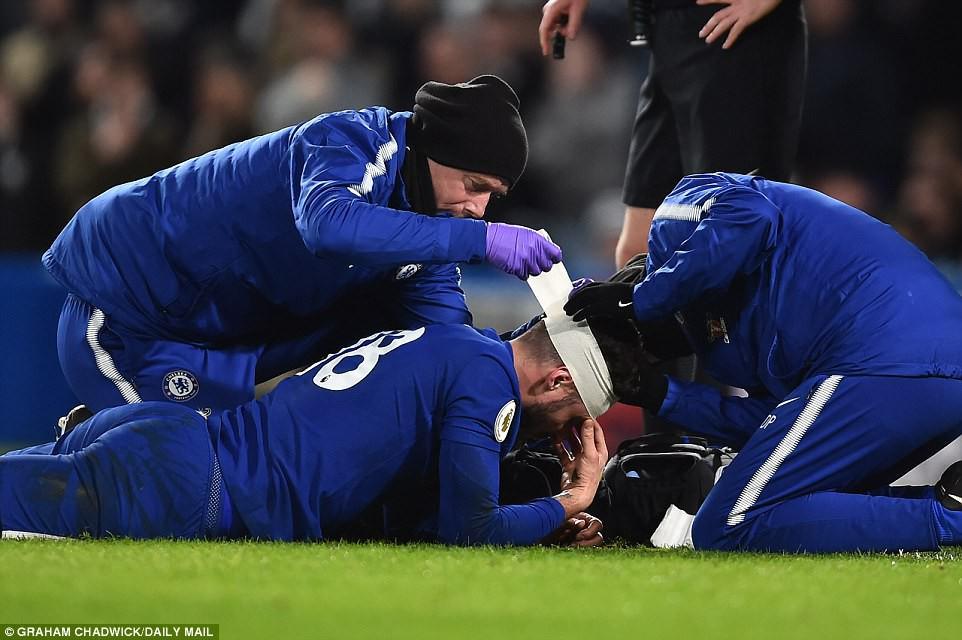 Hazard lập cú đúp, Chelsea trở lại Top 4 - Ảnh 9.