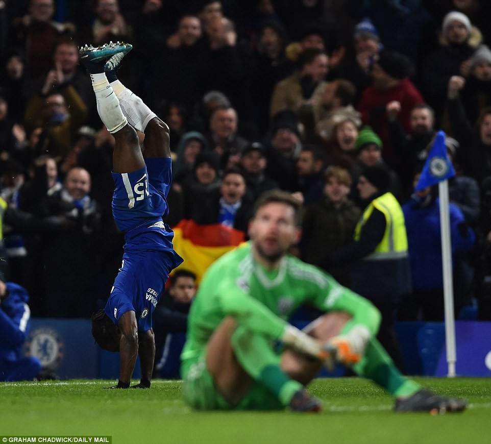 Hazard lập cú đúp, Chelsea trở lại Top 4 - Ảnh 12.
