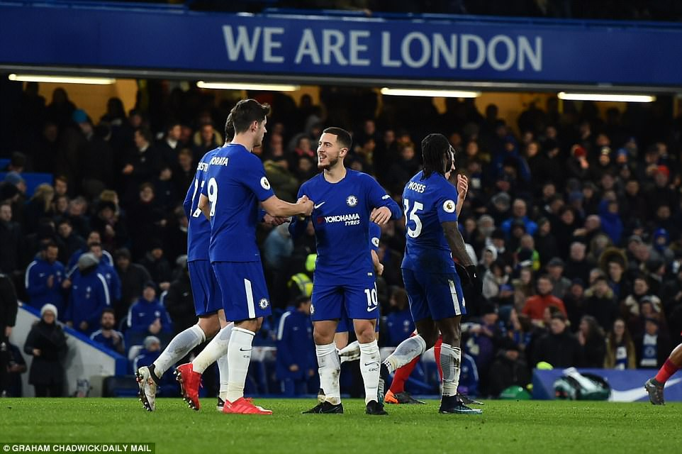 Hazard lập cú đúp, Chelsea trở lại Top 4 - Ảnh 14.