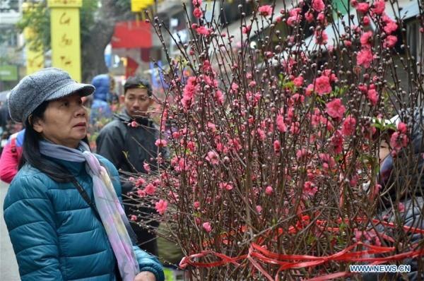 Hình ảnh không khí Tết rộn ràng khắp phố phường Hà Nội tràn ngập các trang báo Trung Quốc - Ảnh 5.
