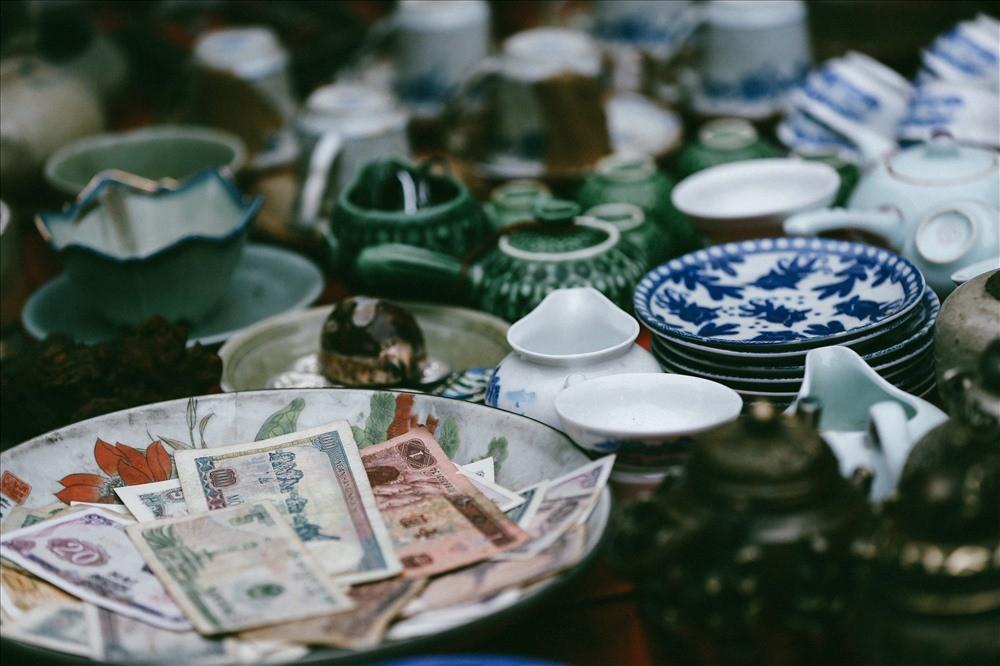 Những món đồ khó định giá ở phiên chợ đồ cổ giữa thủ đô - Ảnh 5.