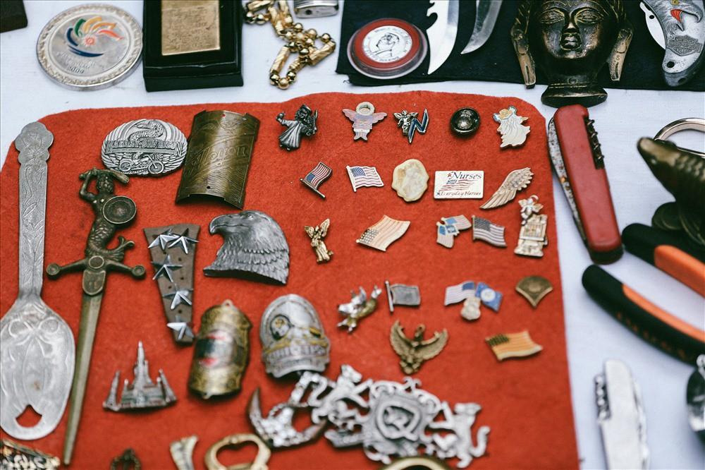 Những món đồ khó định giá ở phiên chợ đồ cổ giữa thủ đô - Ảnh 9.