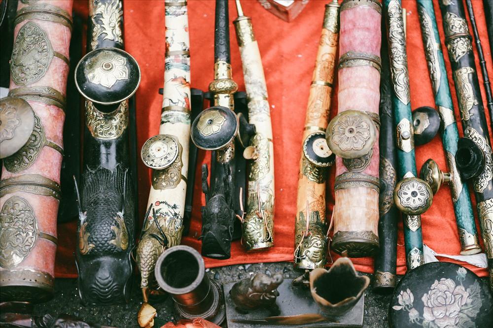 Những món đồ khó định giá ở phiên chợ đồ cổ giữa thủ đô - Ảnh 10.