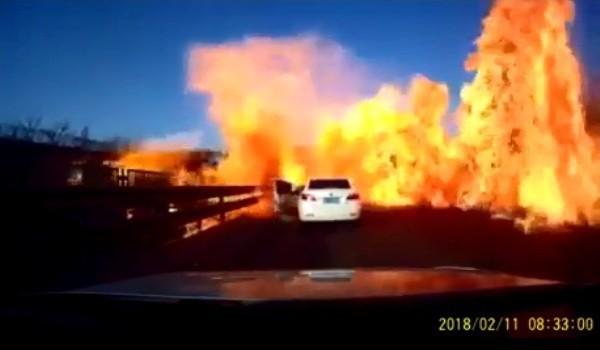 Clip: Xe bồn bốc cháy dữ dội, hai người bị bỏng nặng - Ảnh 3.