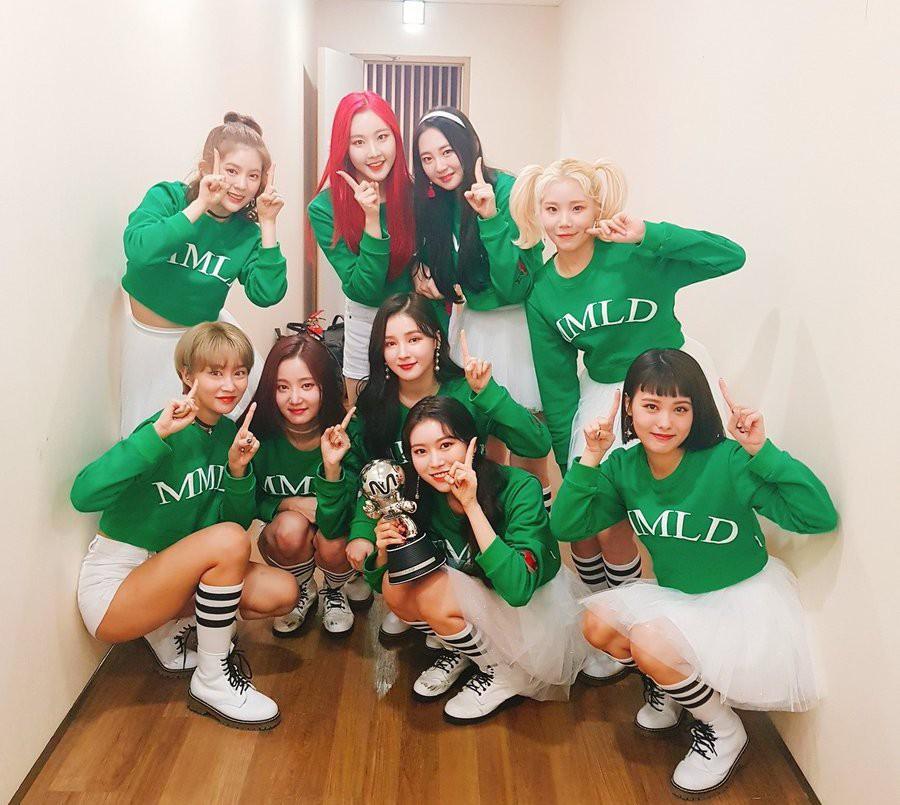 BXH Kpop: Sự trỗi dậy của girlgroup ít tên tuổi cùng bản hit bị nghi đạo nhái - Ảnh 1.