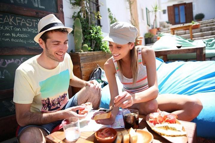 Mẹo ăn uống lành mạnh trong khi đi du lịch - Ảnh 1.