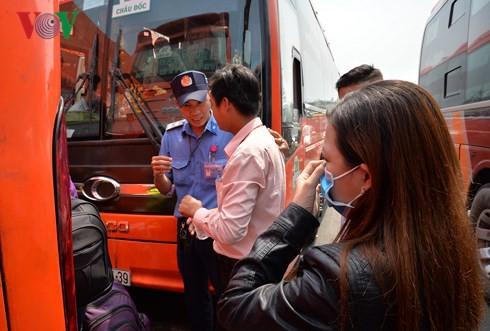 Nữ hành khách bị móc mất tiền và toàn bộ giấy tờ khi chờ xe về Tết - Ảnh 1.