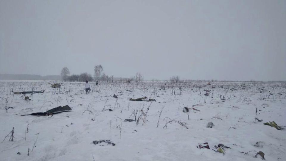 Tìm thấy hơn 1,400 mảnh thi thể nạn nhân trên cánh đồng, tất cả đều không nguyên vẹn sau cú rơi máy bay thảm khốc - Ảnh 1.