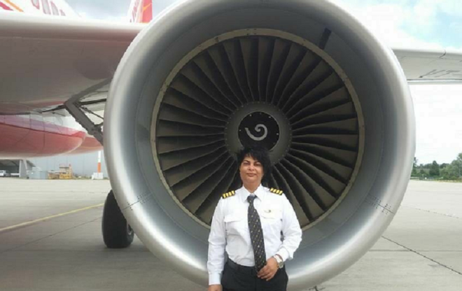 Nữ phi công ngăn chặn vụ 2 máy bay đâm nhau trên không, cứu sống gần 300 người - Ảnh 1.
