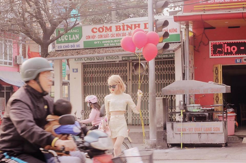 Cậu bạn cosplay Taylor Swift dạo chợ Tết, diễn sâu đến nỗi fangirl bật khóc vì tưởng thật - Ảnh 4.