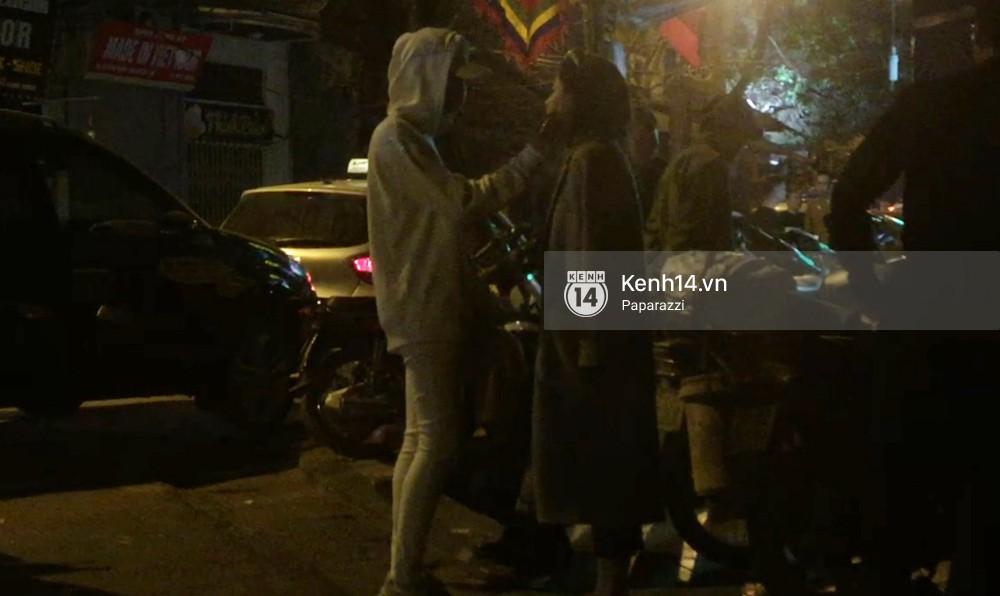 Clip độc quyền: Soobin Hoàng Sơn vô tư thể hiện tình cảm trên phố, vào cùng khách sạn với bạn gái tin đồn lúc 2h sáng - Ảnh 3.