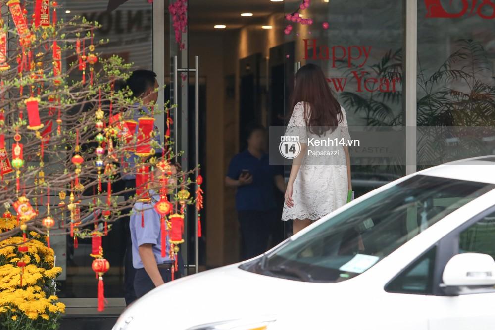 Mở màn paparazzi năm Mậu Tuất: Hoa hậu Đặng Thu Thảo lần đầu lộ bụng bầu, cùng ông xã Tín Nguyễn đi khám thai! - Ảnh 10.
