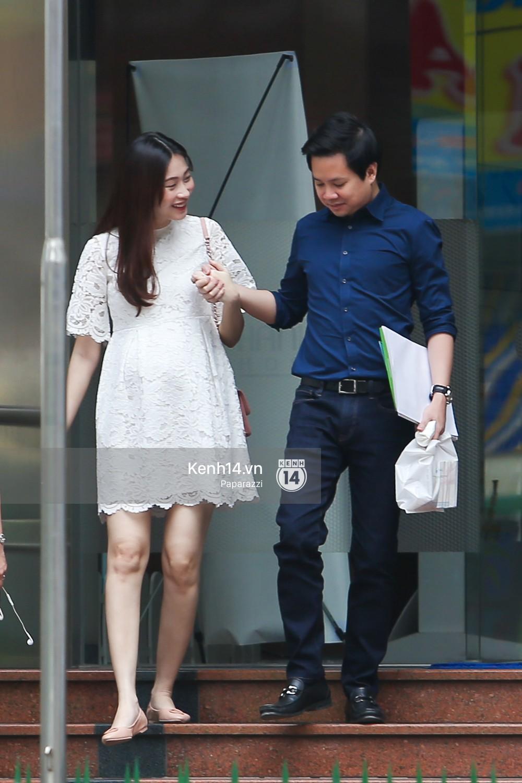 Mở màn paparazzi năm Mậu Tuất: Hoa hậu Đặng Thu Thảo lần đầu lộ bụng bầu, cùng ông xã Tín Nguyễn đi khám thai! - Ảnh 3.