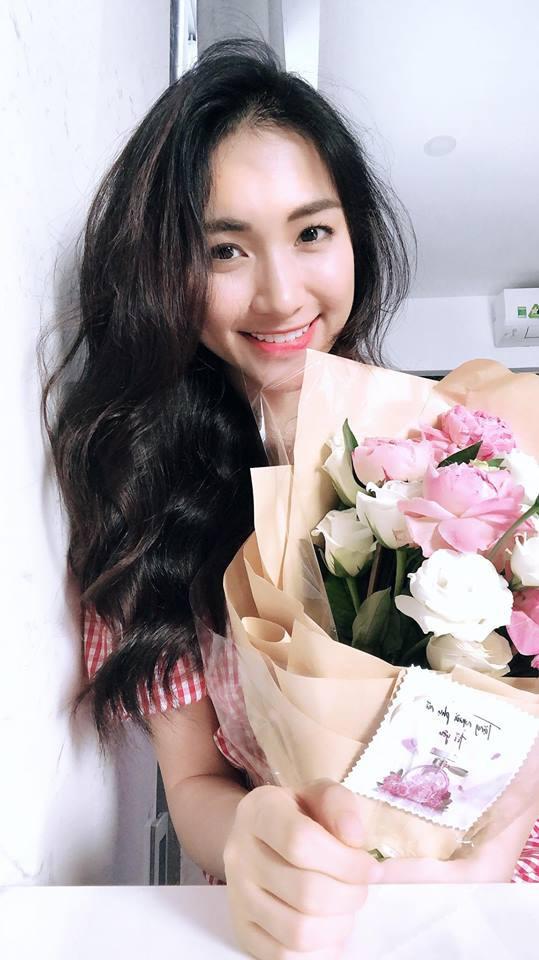 Sao Việt người khoe quà khủng, người hạnh phúc hé lộ người yêu bí mật trong ngày Valentine - Ảnh 6.