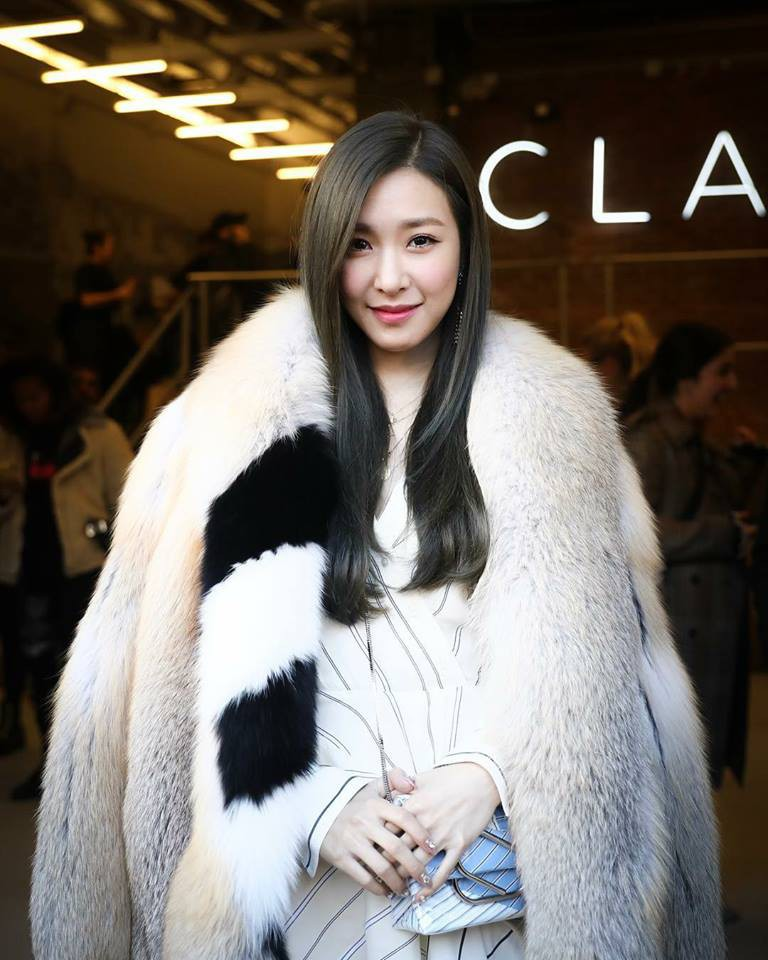 Dự Tuần lễ Thời trang New York, Tiffany mạnh tay diện hẳn áo lông hơn 200 triệu đồng - Ảnh 1.