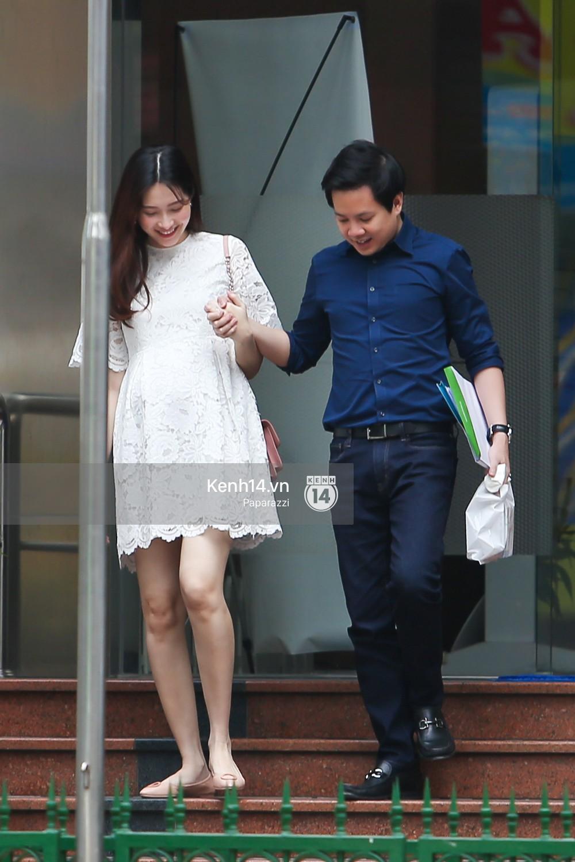 Mở màn paparazzi năm Mậu Tuất: Hoa hậu Đặng Thu Thảo lần đầu lộ bụng bầu, cùng ông xã Tín Nguyễn đi khám thai! - Ảnh 4.