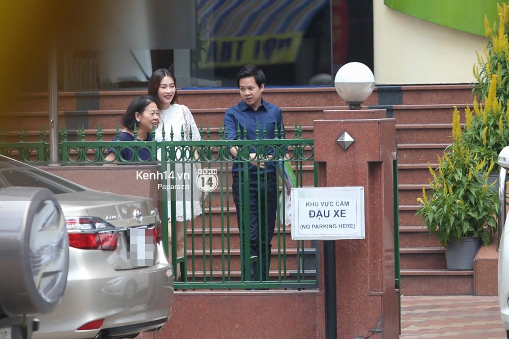 Mở màn paparazzi năm Mậu Tuất: Hoa hậu Đặng Thu Thảo lần đầu lộ bụng bầu, cùng ông xã Tín Nguyễn đi khám thai! - Ảnh 5.