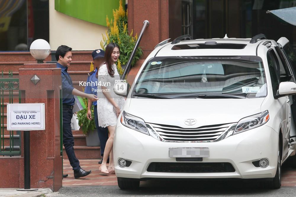 Mở màn paparazzi năm Mậu Tuất: Hoa hậu Đặng Thu Thảo lần đầu lộ bụng bầu, cùng ông xã Tín Nguyễn đi khám thai! - Ảnh 6.