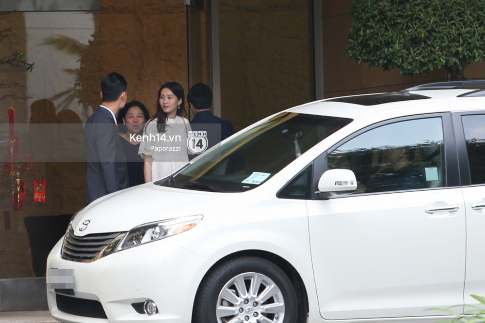 Mở màn paparazzi năm Mậu Tuất: Hoa hậu Đặng Thu Thảo lần đầu lộ bụng bầu, cùng ông xã Tín Nguyễn đi khám thai! - Ảnh 8.
