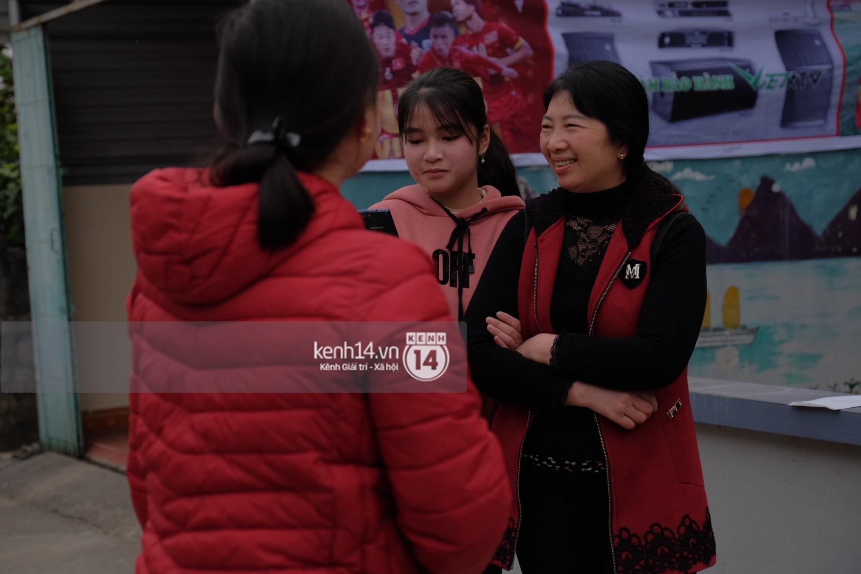 Mong được gặp Xuân Trường U23, nhiều fangirl tận Hà Giang vẫn chịu khó bắt xe xuống Tuyên Quang vào ngày Valentine - Ảnh 2.