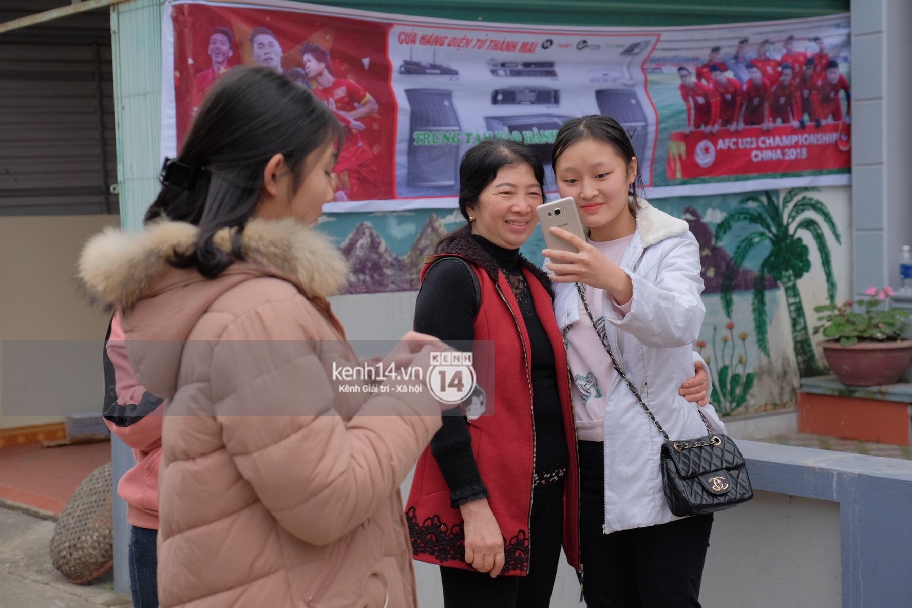 Mong được gặp Xuân Trường U23, nhiều fangirl tận Hà Giang vẫn chịu khó bắt xe xuống Tuyên Quang vào ngày Valentine - Ảnh 3.