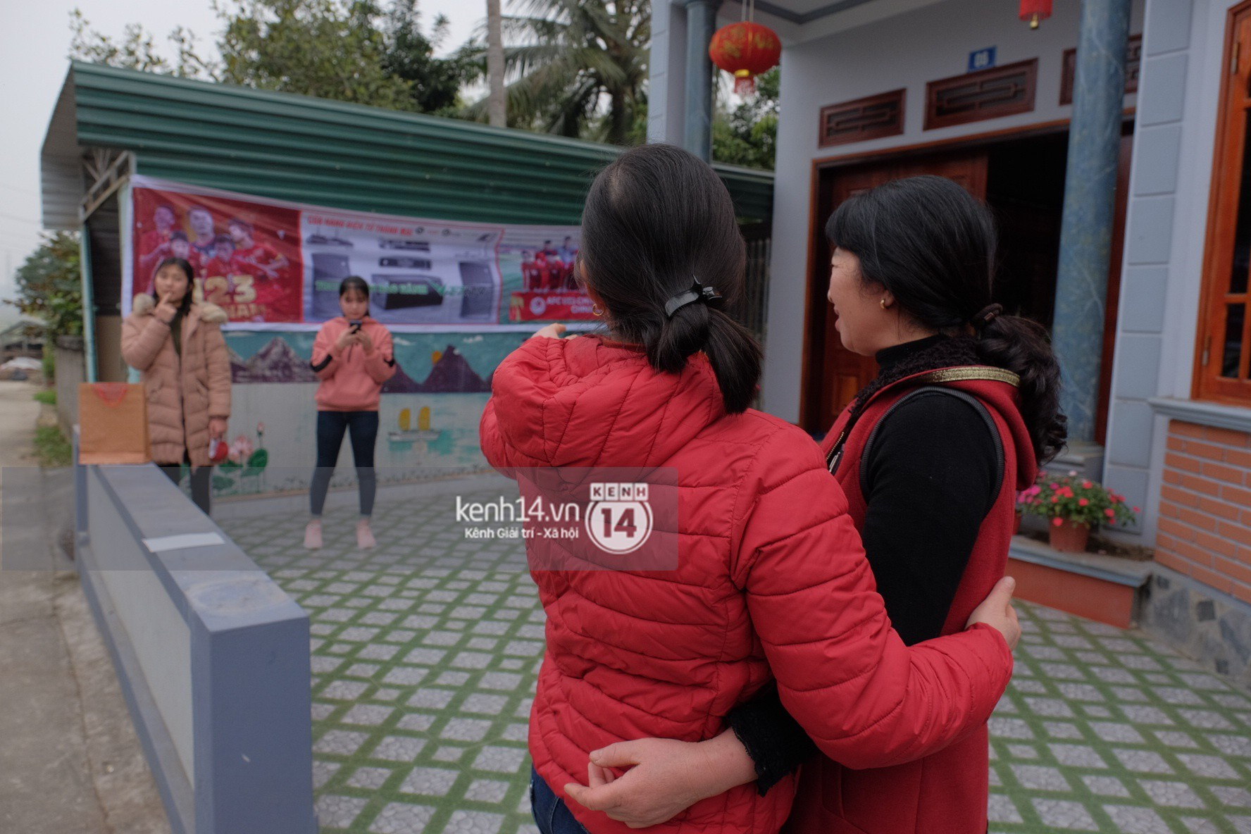 Mong được gặp Xuân Trường U23, nhiều fangirl tận Hà Giang vẫn chịu khó bắt xe xuống Tuyên Quang vào ngày Valentine - Ảnh 4.