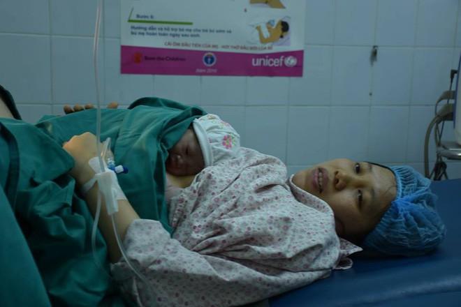 Tâm sự của những bác sĩ sản khoa túc trực bệnh viện đón các thiên thần vào dịp Tết - Ảnh 2.