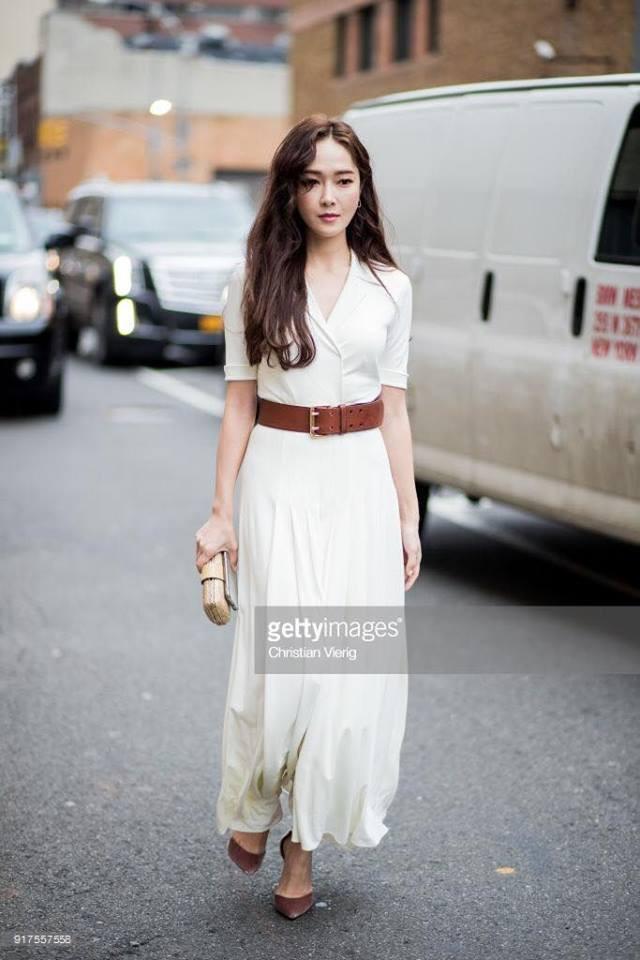 Chỉ diện đồ trắng mà công chúa băng giá Jessica Jung cũng đẹp xuất thần tại Tuần lễ thời trang New York - Ảnh 2.