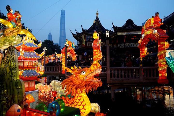 Châu Á ngập tràn sắc đỏ cùng linh vật chú chó chào Tết Nguyên Đán - Ảnh 12.