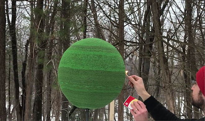 Redditor này dành cả thanh xuân để biến 42.000 que diêm thành quả cầu khổng lồ rồi đốt nó đi - Ảnh 14.