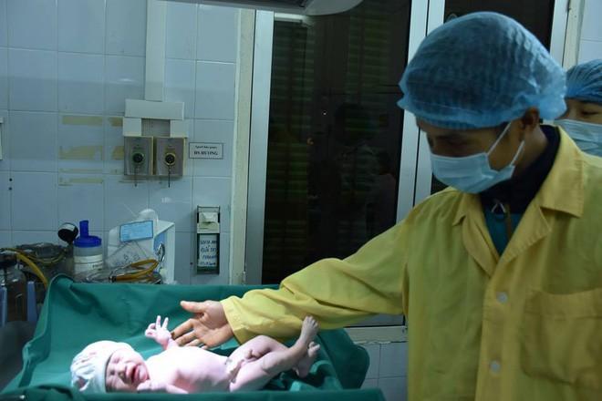 Tâm sự của những bác sĩ sản khoa túc trực bệnh viện đón các thiên thần vào dịp Tết - Ảnh 6.
