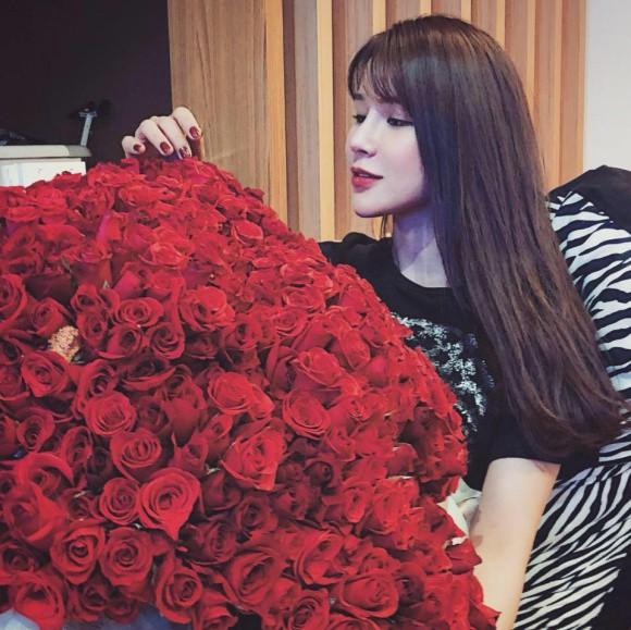 Sao Việt người khoe quà khủng, người hạnh phúc hé lộ người yêu bí mật trong ngày Valentine - Ảnh 5.