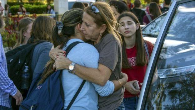 Xả súng trường học đẫm máu ngày Valentine tại Mỹ, 17 người thiệt mạng - Ảnh 2.