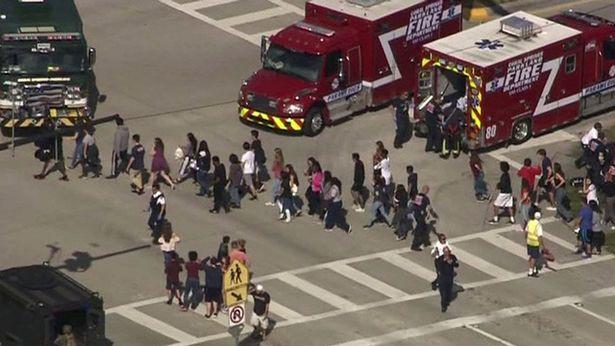 Xả súng trường học đẫm máu ngày Valentine tại Mỹ, 17 người thiệt mạng - Ảnh 3.