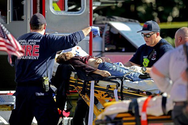 Xả súng trường học đẫm máu ngày Valentine tại Mỹ, 17 người thiệt mạng - Ảnh 4.