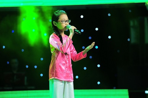phuong-my-chi-the-voice-kids-gay-sot-khi-hat-cung-gia-dinh-15186804237591875427198.jpg