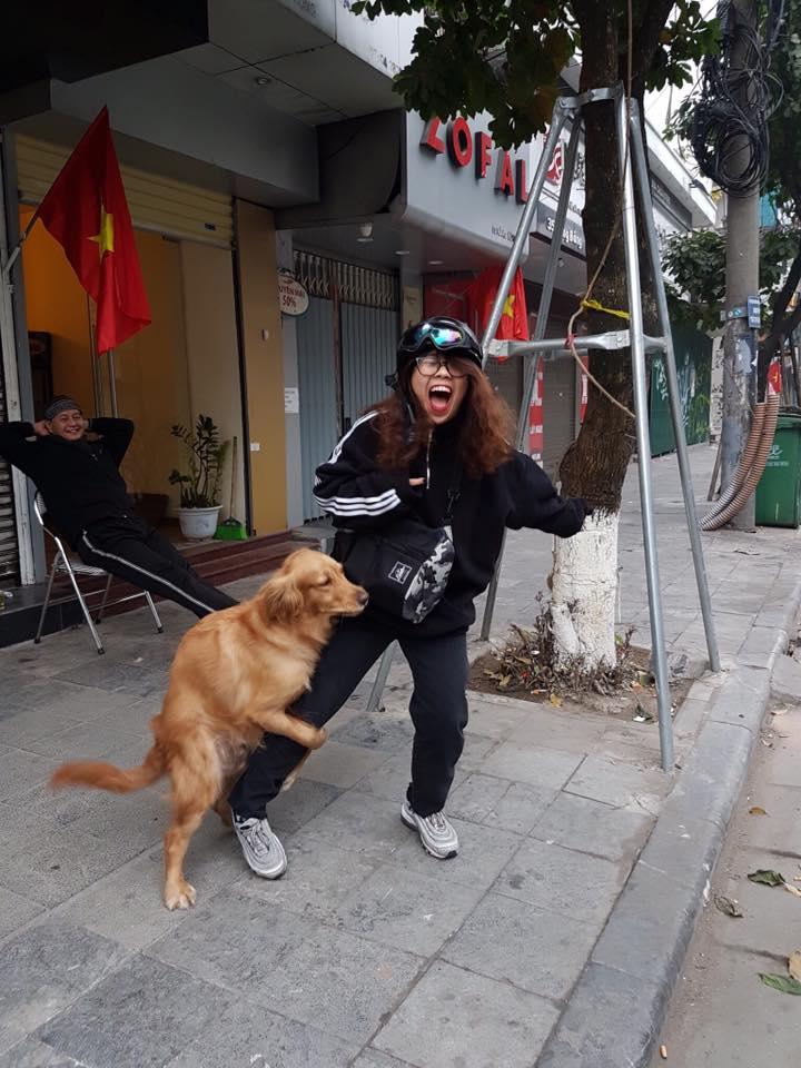 Biểu cảm sợ chó xuất sắc của năm 2018 đây rồi! - Ảnh 2.