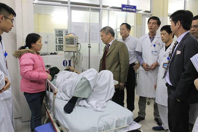 Tiếp nhận 5 bệnh nhân tai nạn giao thông, nhồi máu cơ tim vào thời khắc Giao thừa vì rượu bia - Ảnh 2.