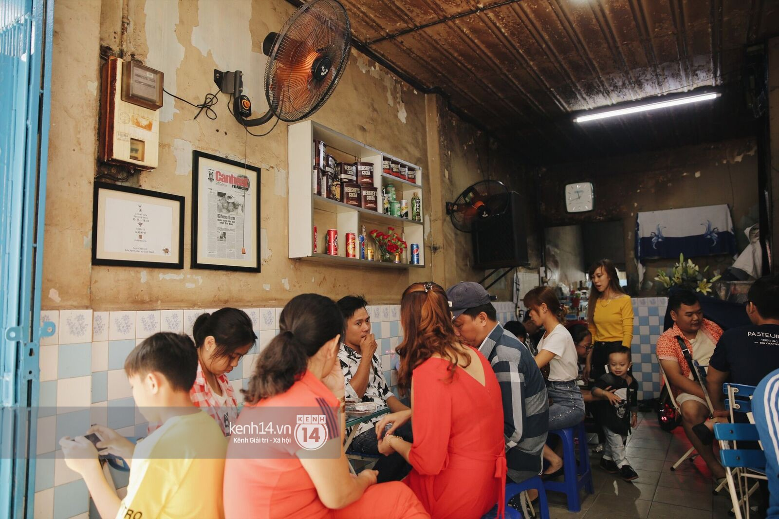 Không khí nhộn nhịp ngày đầu năm tại quán cafe vợt lâu đời nhất Sài Gòn, gần 80 năm chỉ nghỉ đúng ngày 30 Tết - Ảnh 1.