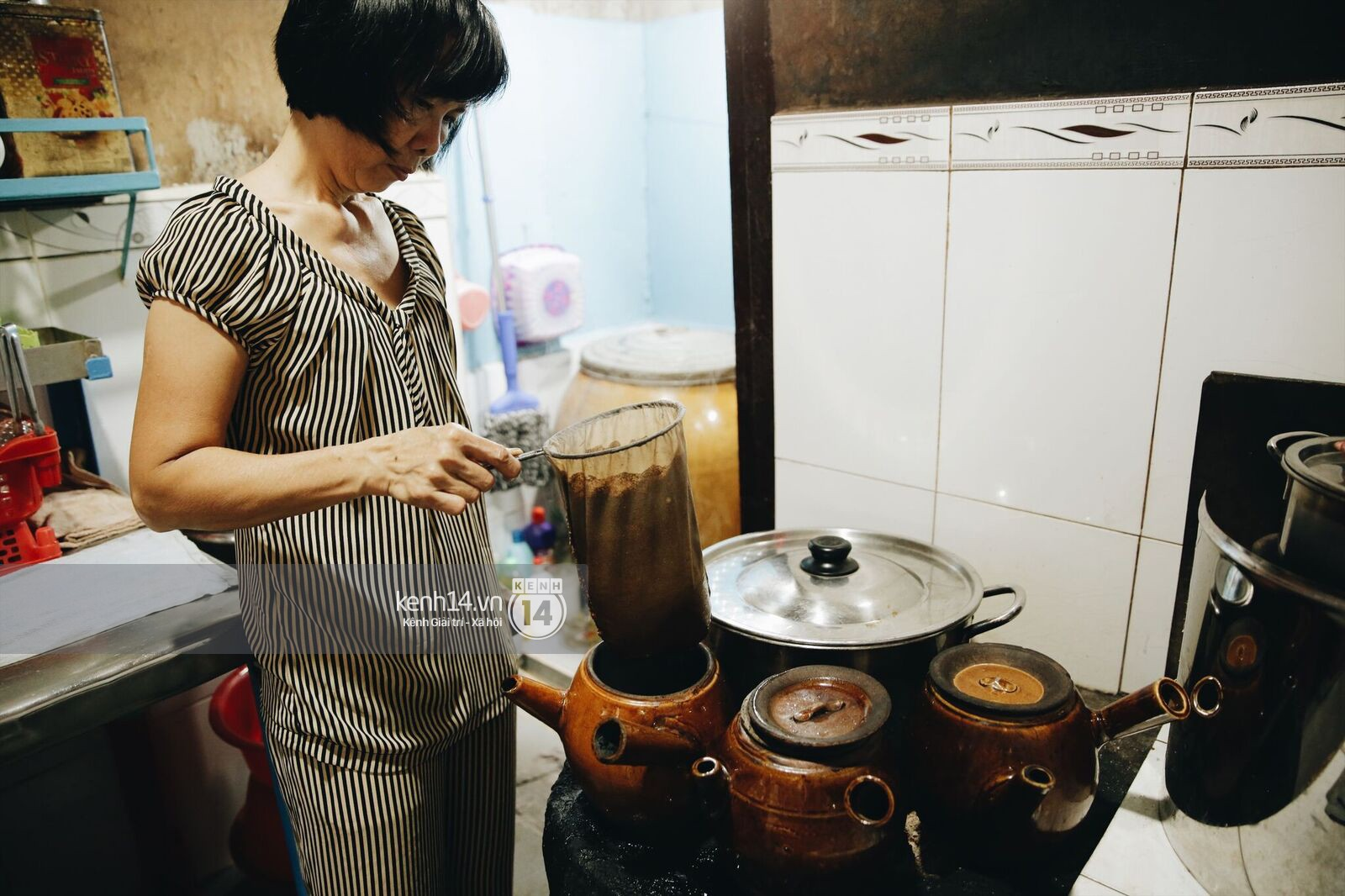 Không khí nhộn nhịp ngày đầu năm tại quán cafe vợt lâu đời nhất Sài Gòn, gần 80 năm chỉ nghỉ đúng ngày 30 Tết - Ảnh 10.