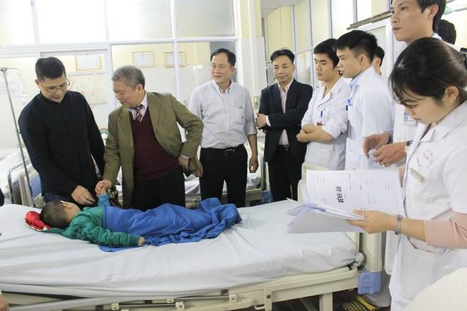 Tiếp nhận 5 bệnh nhân tai nạn giao thông, nhồi máu cơ tim vào thời khắc Giao thừa vì rượu bia - Ảnh 6.
